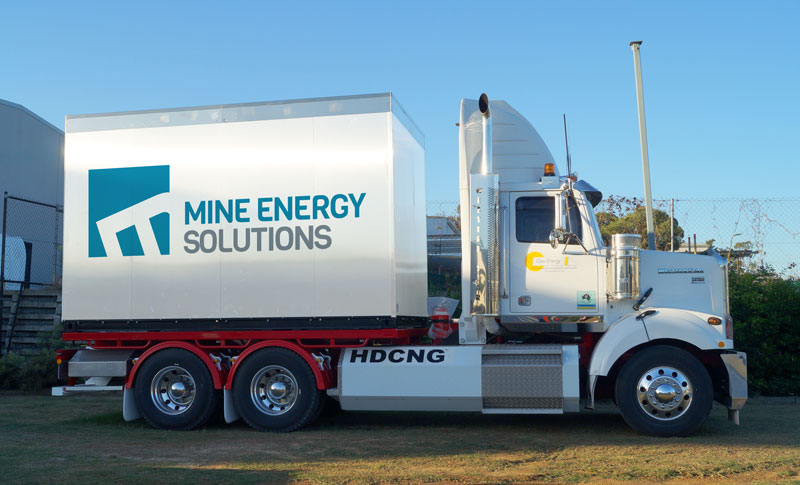 Semi-trailer containing HDCNG dual fuel packs